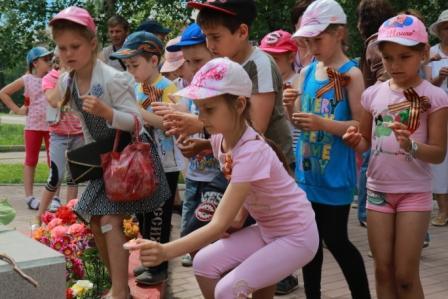 Митинг 22.06 2016 Дети.Свечи.=1